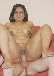 Pic gal 04. Indian girls posing naked on camera
