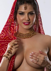 Pic gal 11. Indian girls posing naked on camera