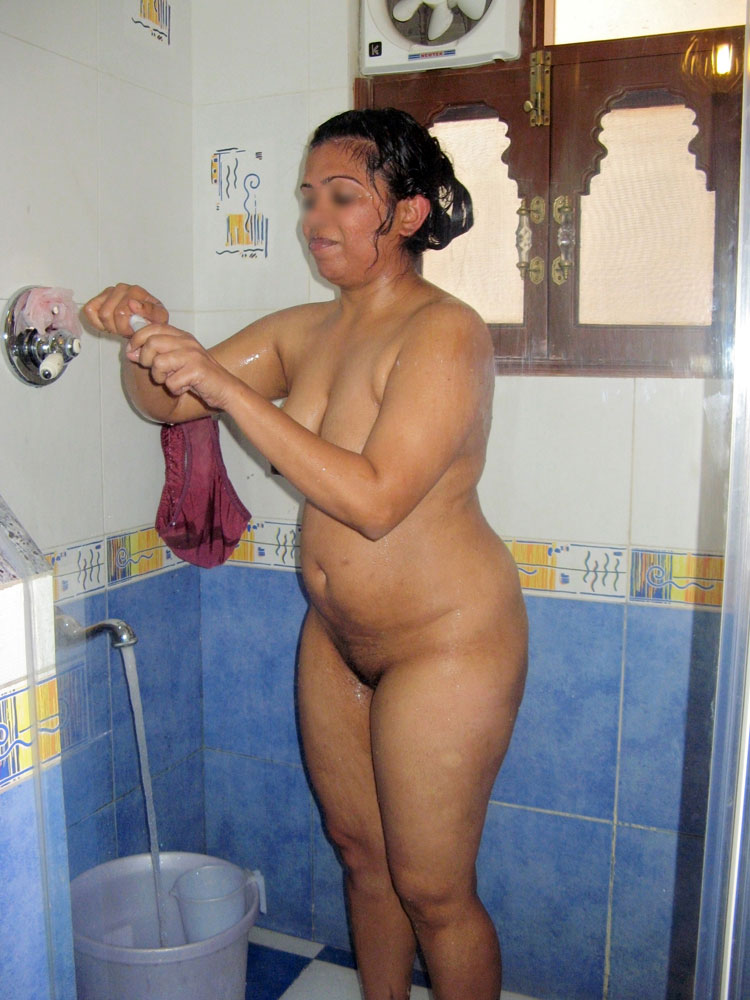 Pic gal 75. Indian amateur in shower naked soaping