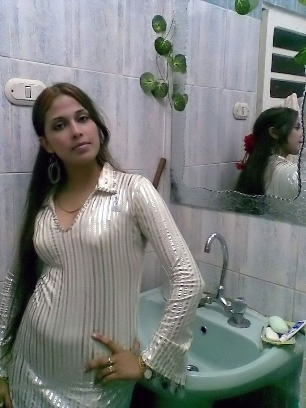 Pic gal 98. Indian in her night suits posing on camera