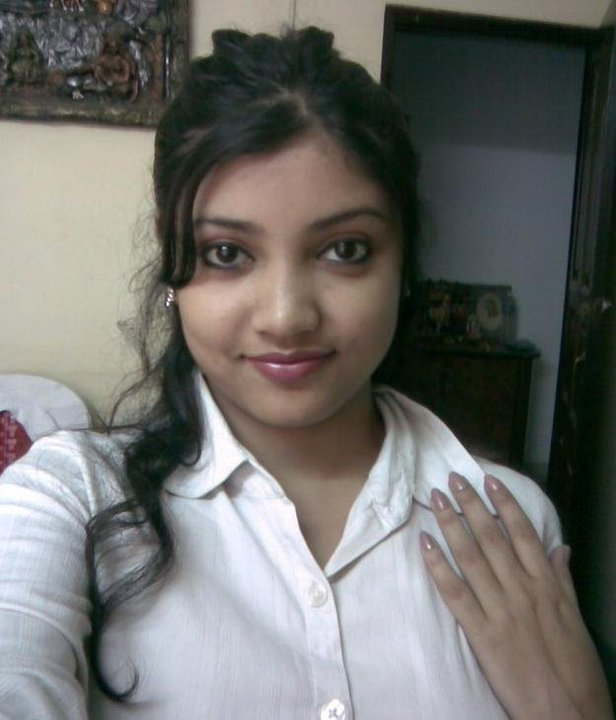 Pic gal 109. Busy indian girl in excited mood