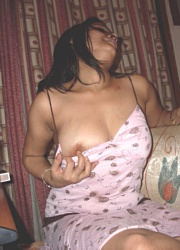 Pic gal 189. Hot horny indian girl posing naked on camera