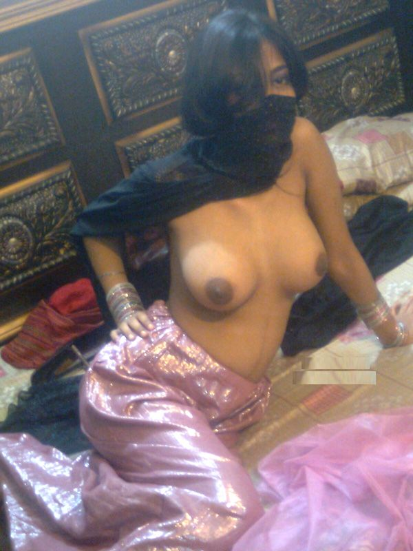 Pic gal 283. Large tits punjabi girl showing her juicy breast