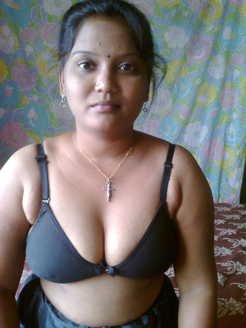 Pic gal 292. Delicios large boob indian wife laying naked in bedroom