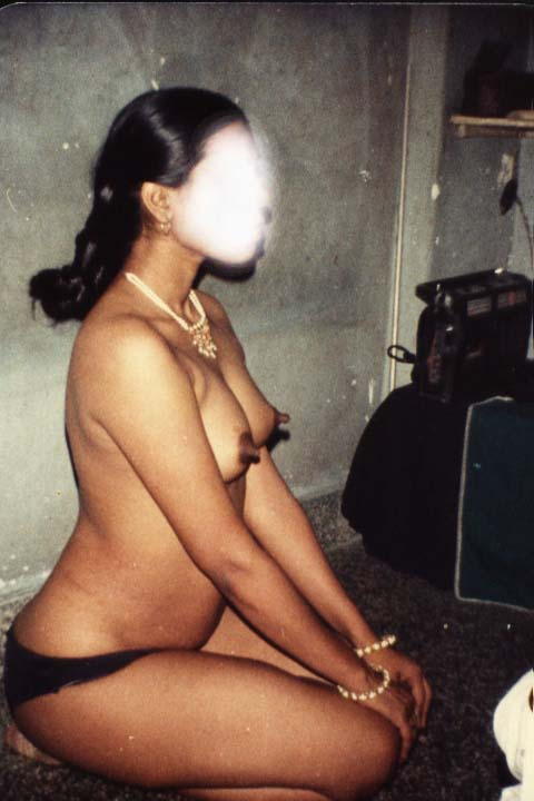 Pic gal 322. Amateur indian wife showing her large breast