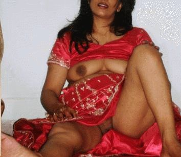 Pic gal 330. Indian wife showing off