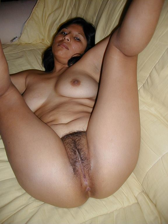 Pic gal 332. Indian wife spreading her legs