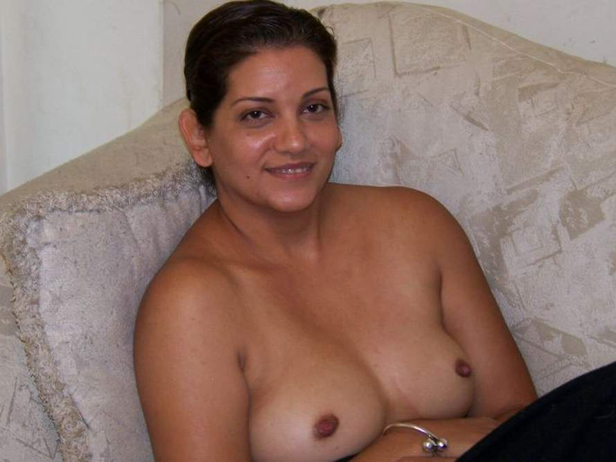 Pic gal 361. Indian wife naked in her lounge