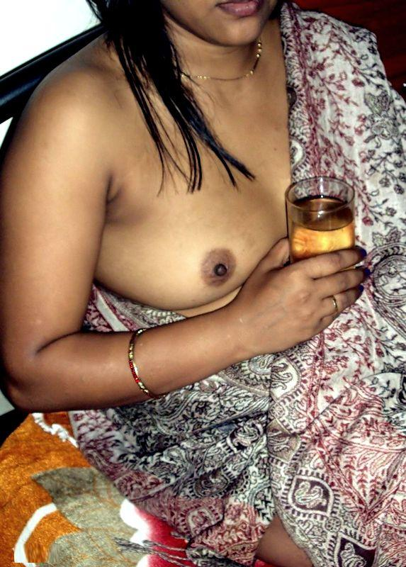 Pic gal 364. Indian wife in saree naked