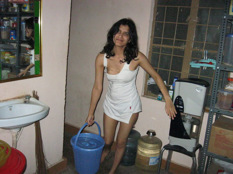 Pic gal 398. Nagpur wife in toilet piss