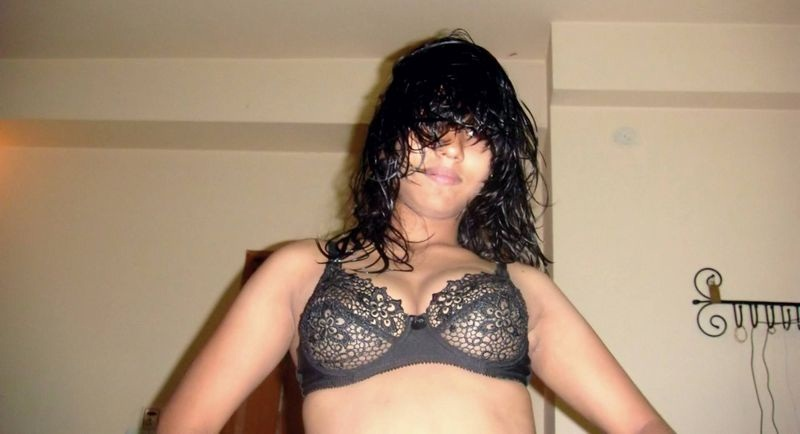 Pic gal 400. Bengali housewife showing off