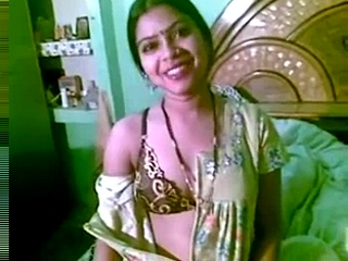 Vid gal 246. Bengali bhabhi exposing her gorgeous heavy boobs