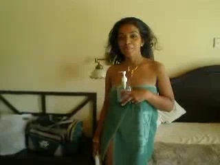 Vid gal 250. Srilankan newly married girl exposing considerable