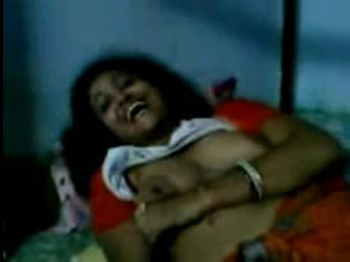 Vid gal 255. Neighbour bhabhi stolen video showing boob to young boyfriend