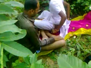 Vid gal 334. Young tamil couple fucked in fields