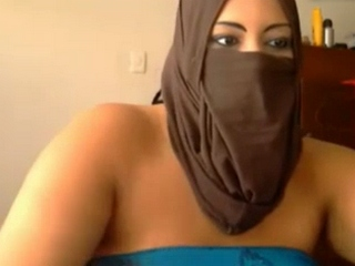 Vid gal 349. Exciting muslim girl from lucknow on live cam show with face covered