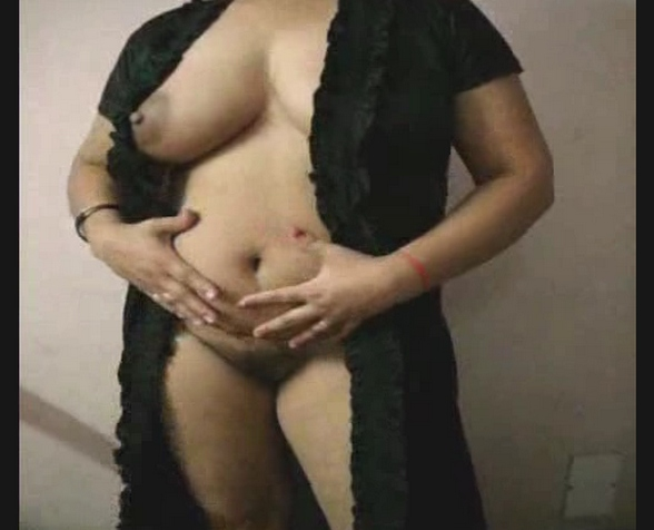 Vid gal 397. Voluminous curvy indian bhabhi exposing herself in nighty