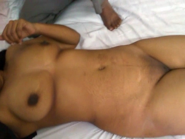 Vid gal 454. Jaya bhabhi lying naked getting massage in front of her hubby