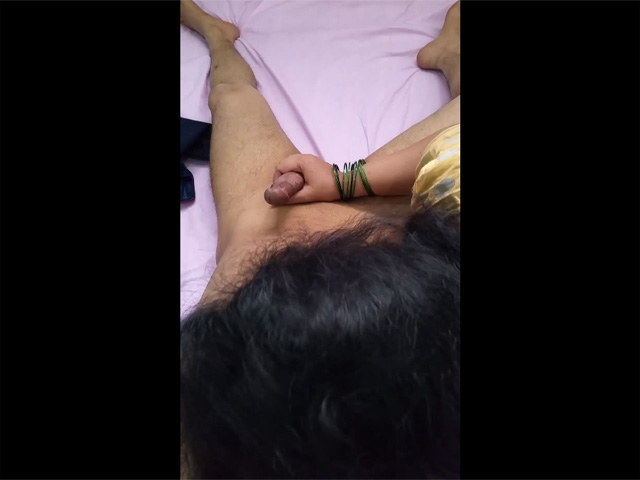 Vid gal 456. Indian gf in yellow outfits jerking her boyfriend stiff cock