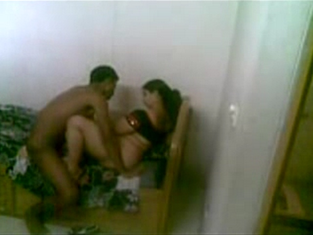 Vid gal 460. Plumpy great butt Indian babe leaked mms with her boyfriend