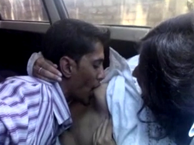Vid gal 463. Indian lovers intimate moment filmed in car by