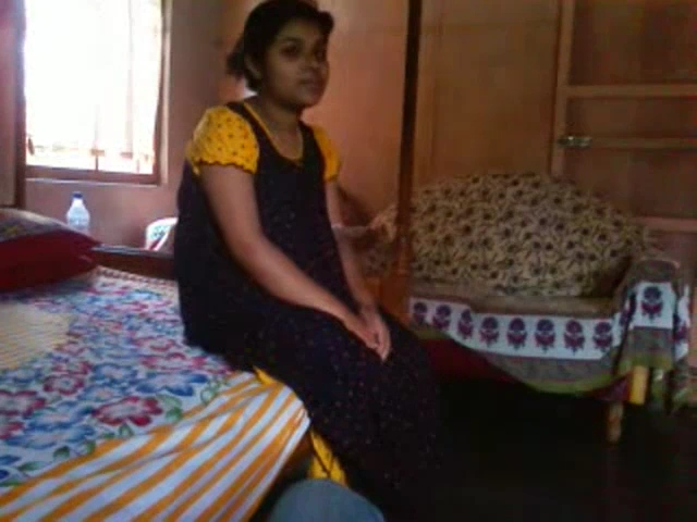Vid gal 467. Young lucknow bhabhi exposing her tits from nighty
