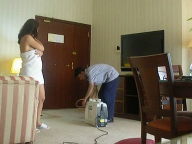 Vid gal 470. Indian bhabhi teasing room service guy semi naked in towel