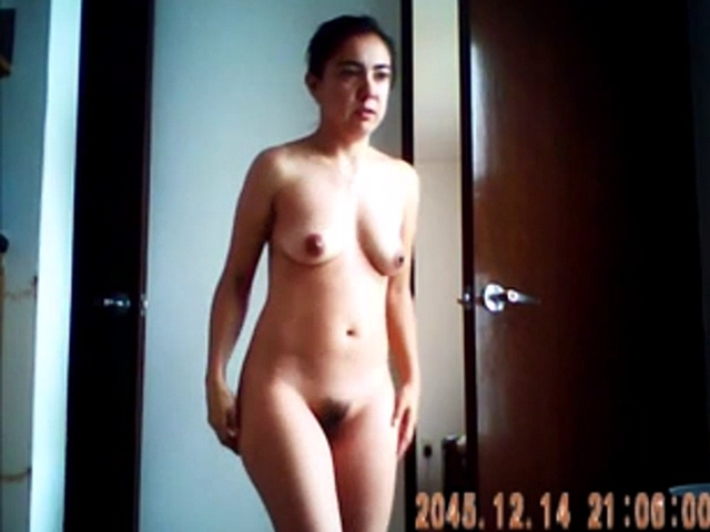 Vid gal 483. Indian naunty walking naked in her bedroom after shower
