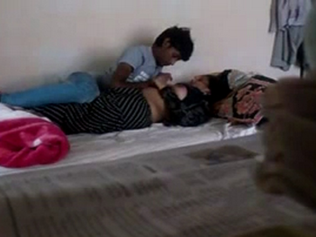 Vid gal 499. Patna college lover foreplay filmed by hidden camera
