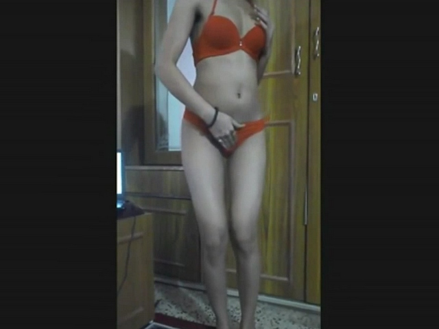 Vid gal 500. Punjabi babe preeti boobs pressed by her boyfriend on cam show