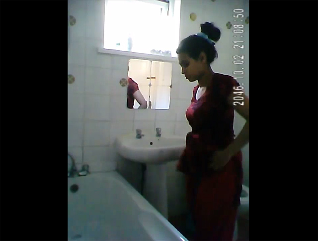Vid gal 531. Indian girl in shower filmed nude